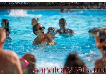 Санаторий «Красная Талка», открытый семейный бассейн